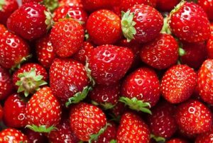 gallery-1432664914-strawberry-facts1